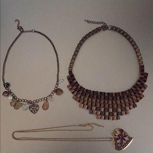 Jewelry - 15 piece lot of costume jewellery - gently used